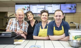 Familie De Leede zegt Vriend Snacks in Haarlem na 28 jaar vaarwel. 'De snackbar is ons tweede thuis'