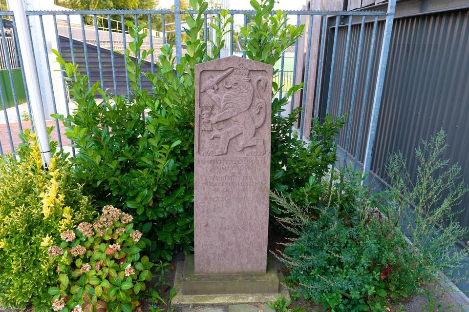 Het hockeymonument voor oorlogsslachtoffers bij het Wagener Stadion Amstelveen.