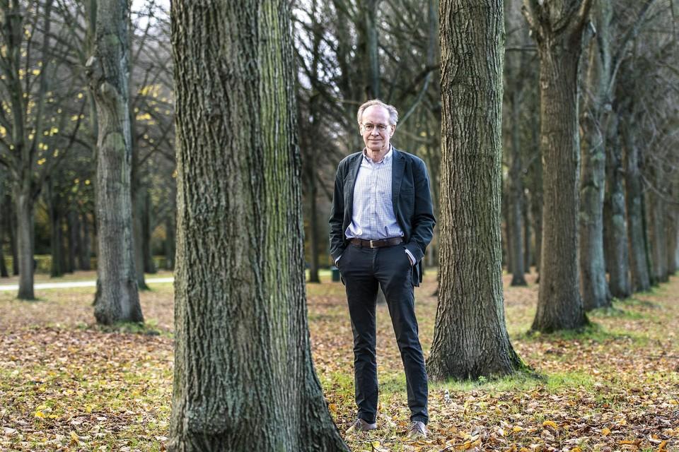 Auteur Geert van der Kolk groeide op in Velsen en schreef daar een boek over. ,,Ik heb veel goede herinneringen aan Velsen.''