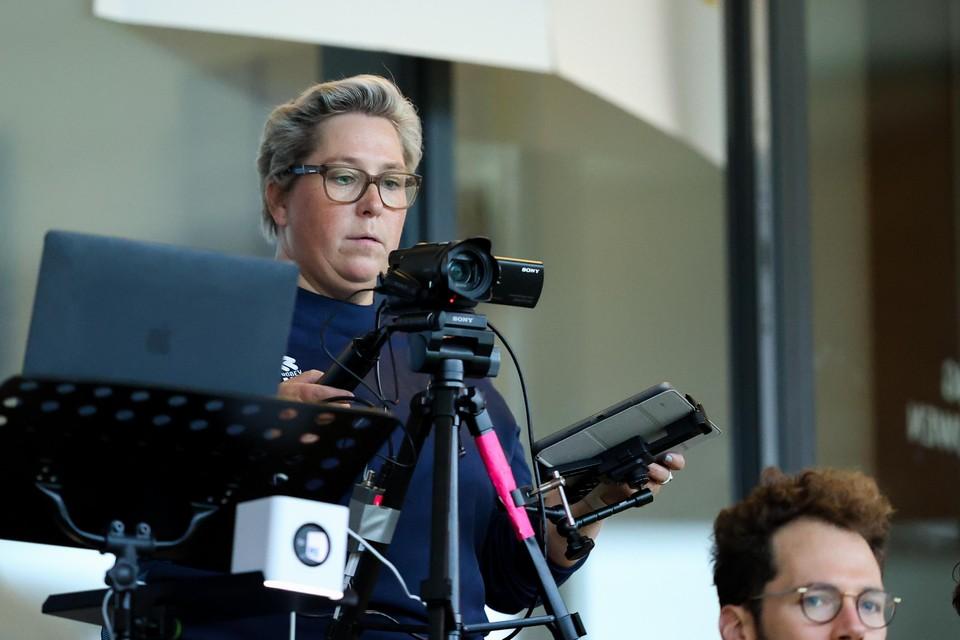 Nathasja Keur aan het werk tijdens de wedstrijd van Telstar tegen Almere City.