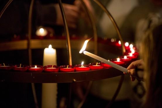Kinderen gedenken op Wereldlichtjesdag Haarlem: 'Verder leven zoals ze hadden gewild'