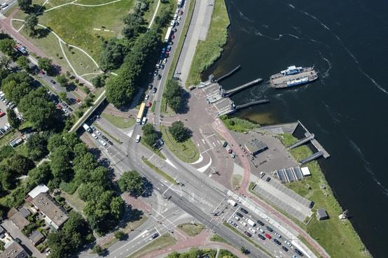 Aanpak Pontplein Velsen-Zuid mogelijk vertraagd, wethouder Diepstraten moet nog 12 miljoen euro bijeen sprokkelen