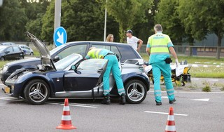 Botsing tussen twee auto's in Baarn; één gewonde [update]