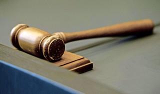 Celstraf voor teruggevallen Hillegomse draaideurcrimineel. Ray Ban zonnebrillen, Apple airpods en Nike-kleding gestolen