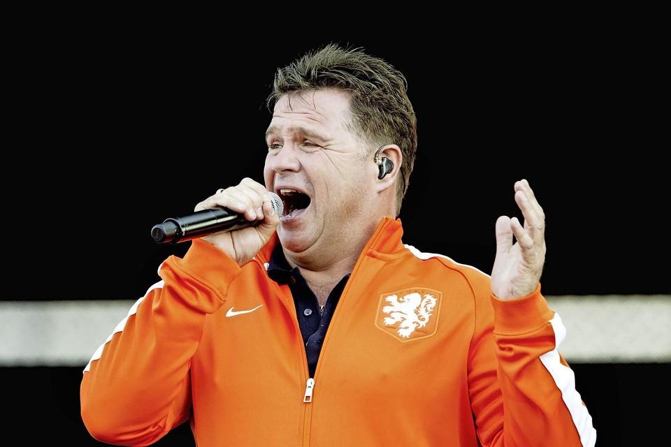 Wolter Kroes in 2014 tijdens een van zijn optreden voor Oranjesupporters.
