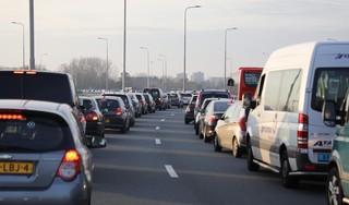 Opstopping door ongeval op Schipholweg bij Vijfhuizen