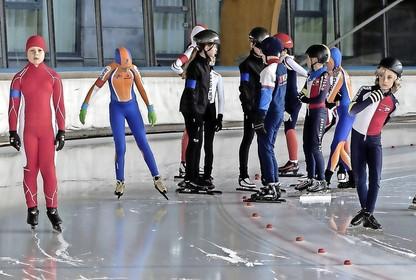 Kennemer Cup brengt schaatsclubs op ijsbaan Haarlem nader bij elkaar