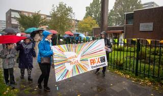 Drijfnat wandelen in Haarlem tegen discriminatie en racisme