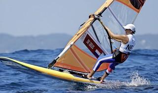 Blaricumse windsurfster De Geus sluit olympisch toernooi af als vijfde [video]