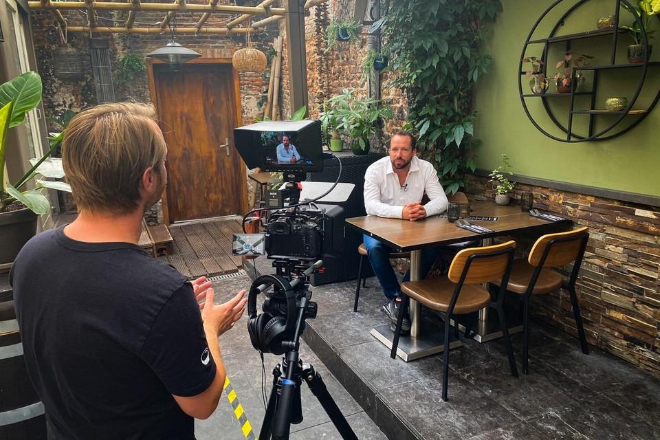Mark Cashoek tijdens de opnamen voor het wervende filmpje op Youtube.