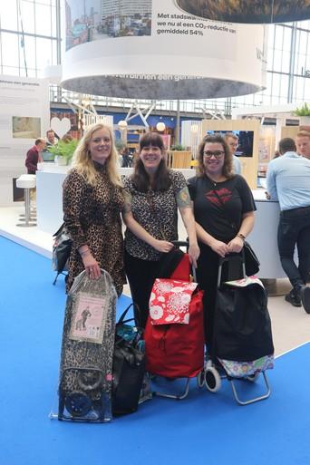 Bezoekers Huishoudbeurs delen hun ervaringen: 'Ik ben hier voor mijn moeder'