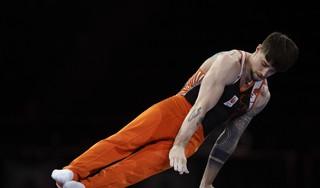 Hoofddorper Casimir Schmidt wil op EK turnen alsnog olympisch ticket veilig stellen: 'Een laatste strohalm die ik wil grijpen' [video]