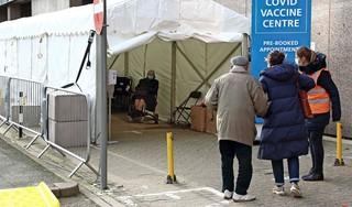 Internist Marcel Levi: 'Nieuwe maatregelen Nederland beetje paniekvoetbal'