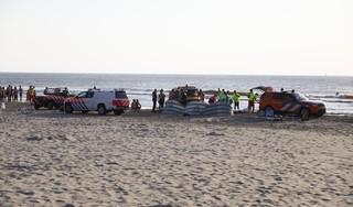 Rode vlag gehesen op strand Bloemendaal en Zandvoort