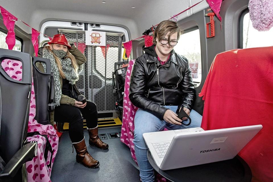 Stef Lammers kreeg zondagochtend de eerste Valentijnsboodschap te zien ingesproken door zijn vriendin Luka Korstenbroek.