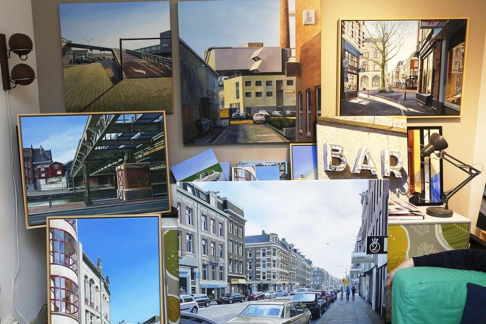 Het atelier van Eric Tiggeler staat bomvol Utrechtse, Amsterdamse en Hilversumse stadsgezichten.