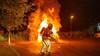 Hardnekkige autobrand in Soest: de brandweer heeft vijf kwartier nodig om het vuur te bedwingen [video]