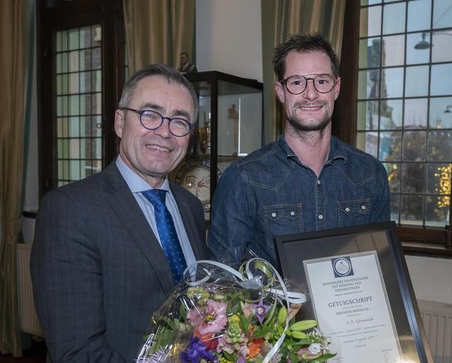 Steffan redt drenkeling uit de Haarlemse Schotersingel: redder verbaasd en ook geïrriteerd door apathie omstanders