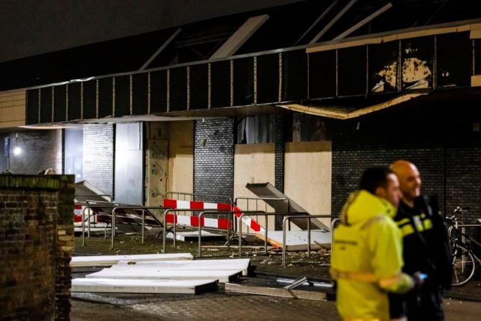 De ravage na de tweede aanslag op de Poolse super in de Beverhof op 12 december 2020.