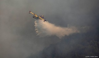 Turkse brand bereikt kolencentrale, inwoners via zee geëvacueerd