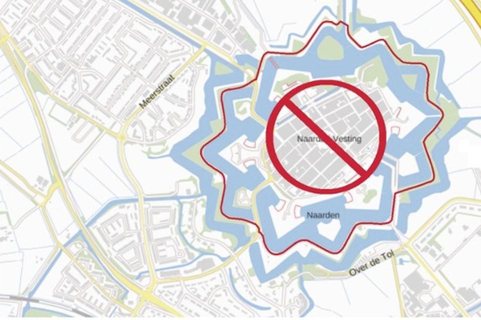 Het gebied waarbinnen het alcoholverbod geldt (rode lijn).