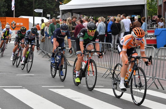 'Bizarre' winst in World Tour voor Amy Pieters