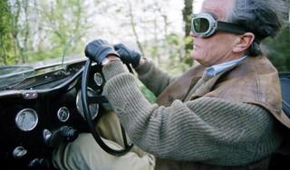Oplossing CBR voor brilplicht Sjef Leermakers (78) na staaroperatie
