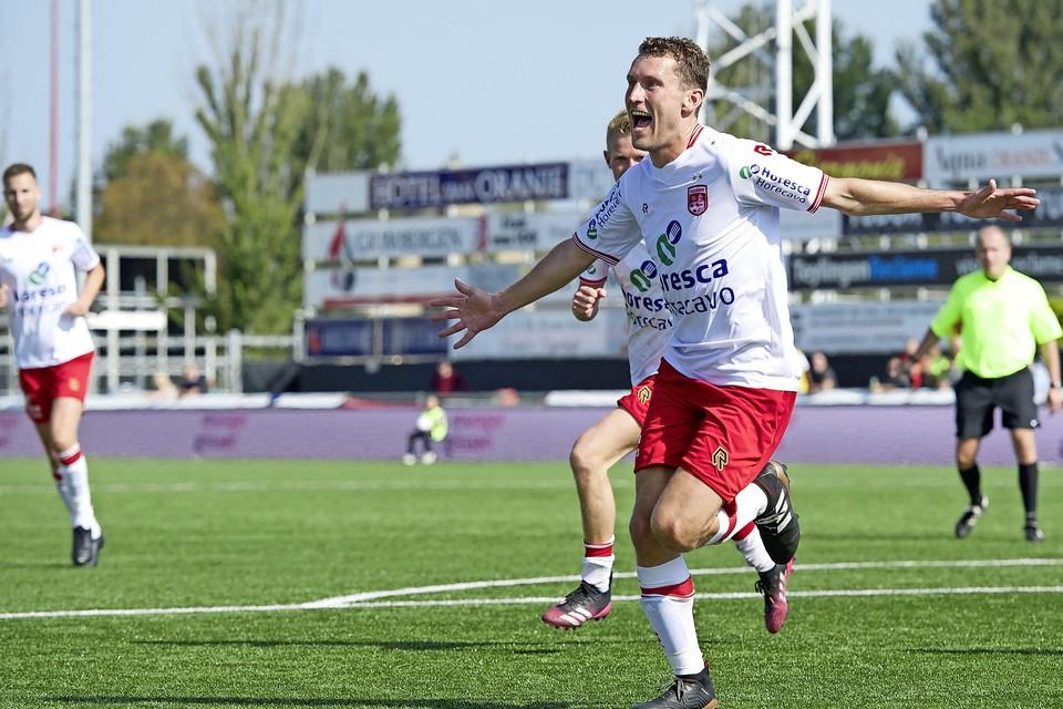 Stef van der Zalm viert de 2-1 van Noordwijk.