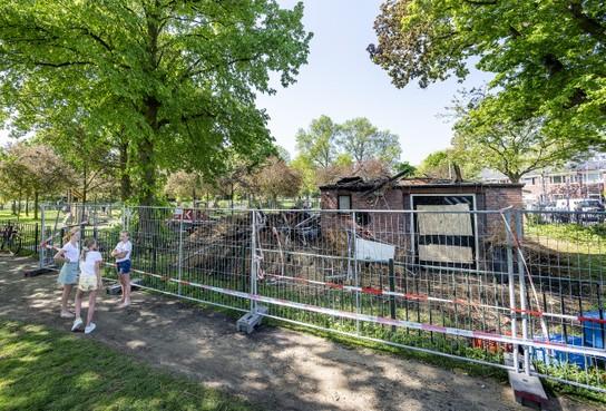 Posthuis in Zaanenpark door brand verwoest: hart van de Haarlemse Sterrenbuurt verruïneerd. 'Het was een kindje van me'
