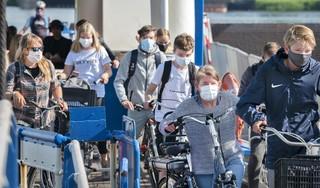 Man heeft mondkapje bij zich maar weigert het op te zetten op Buitenhuizerpont, tot de politie langskomt