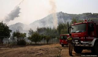 Leger Griekenland gaat helpen bij bestrijden bosbranden