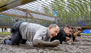 Modderkruipers onder de loep in bos bij Hoofddorp, Mud Masters als Fieldlab-evenement