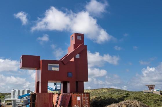 Domestikator bij strand IJmuiden volgens Sander Scholts van Forza geen visitekaartje: 'Haal het wanstaltige beeld weer weg'