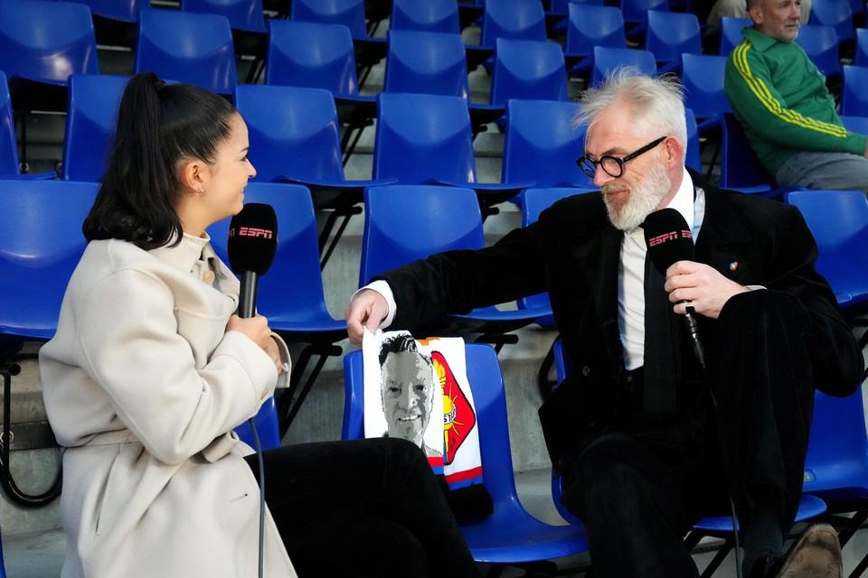 Telstar-directeur Pieter de Waard staat de pers te woord voorafgaand aan de wedstrijd.