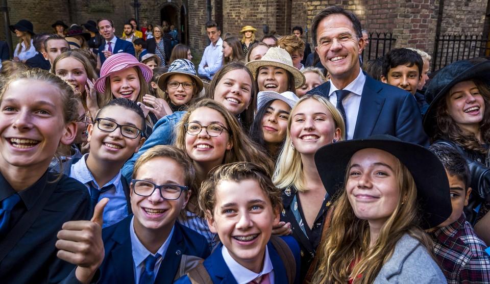 Een selfie met jongeren na afloop van Kleine Prinsjesdag in 2019.
