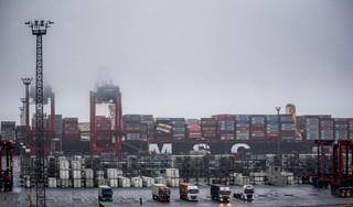 Hausse aan lijndiensten vanaf TMA-terminal in Amsterdam: eerst een treindienst en nu weer een containerdienst over het water naar Hull