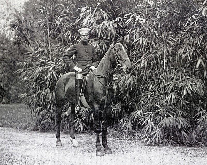 Frans Blaauw te paard.