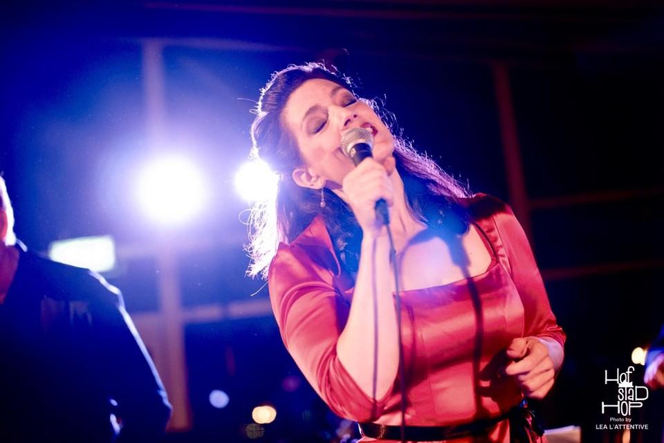 Zangeres Mirjam van Dam is voor de vierde keer te gast tijdens de jubilerende jazzavond.