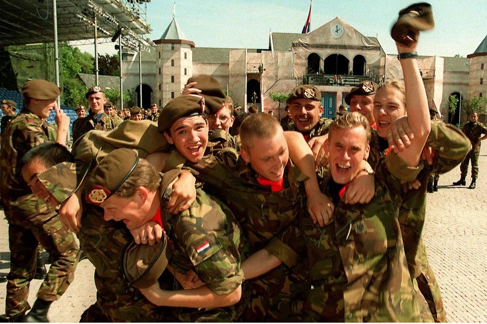 22 augustus 1996, de laatste dienstplichtigen zwaaien af.