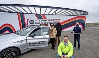 Circuitmedewerker Mac Meiland brengt ouderen naar vaccinatielocatie. 'Het is heel dankbaar werk'