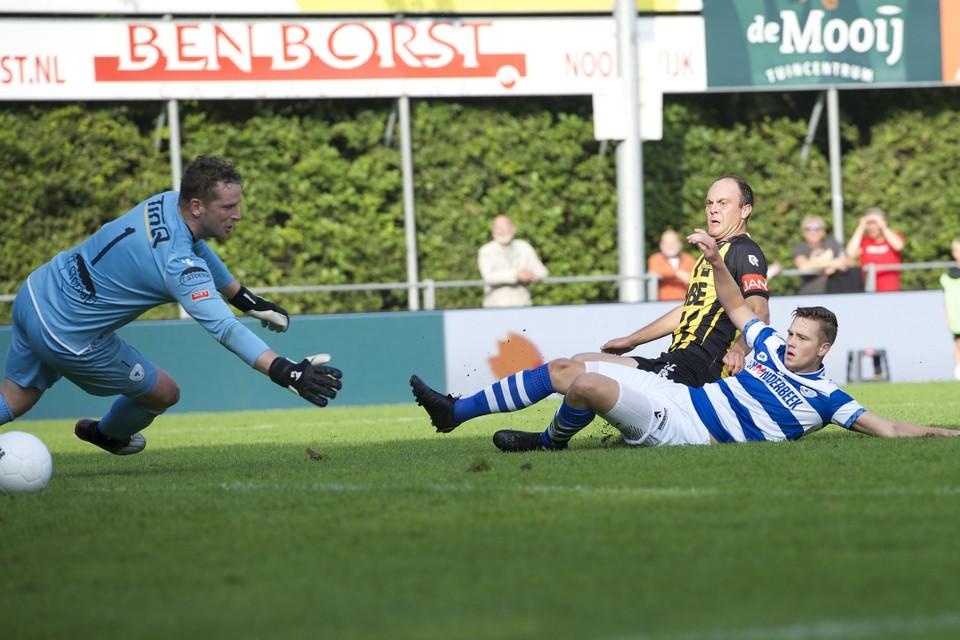 Bij de 3-1 van Ian van Otterlo was Leon ter Wielen kansloos, maar de rake vrije trap van Marc Magan even daarvoor mocht de Spakenburg-doelman zich aanrekenen.