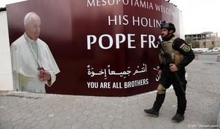 Paus brengt historisch bezoek aan Irak