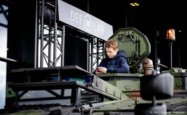Tank- en vliegtuigshow trekt 8800 bezoekers