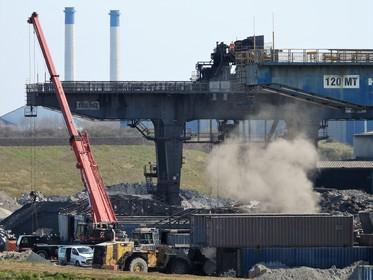 Klachten over nieuwe wolken met 'grafiet' in Wijk aan Zee; Tata Steel zegt dat het voornamelijk klei en zout is