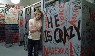 Filmrecensie 'Words on bathroom walls': Een liefdevol en optimistisch portret