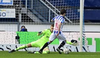 Ajax-doelman Kjell Scherpen beleeft vuurdoop vlak voor cruciale weken: 'Ik moet zorgen dat ik er klaar voor ben'