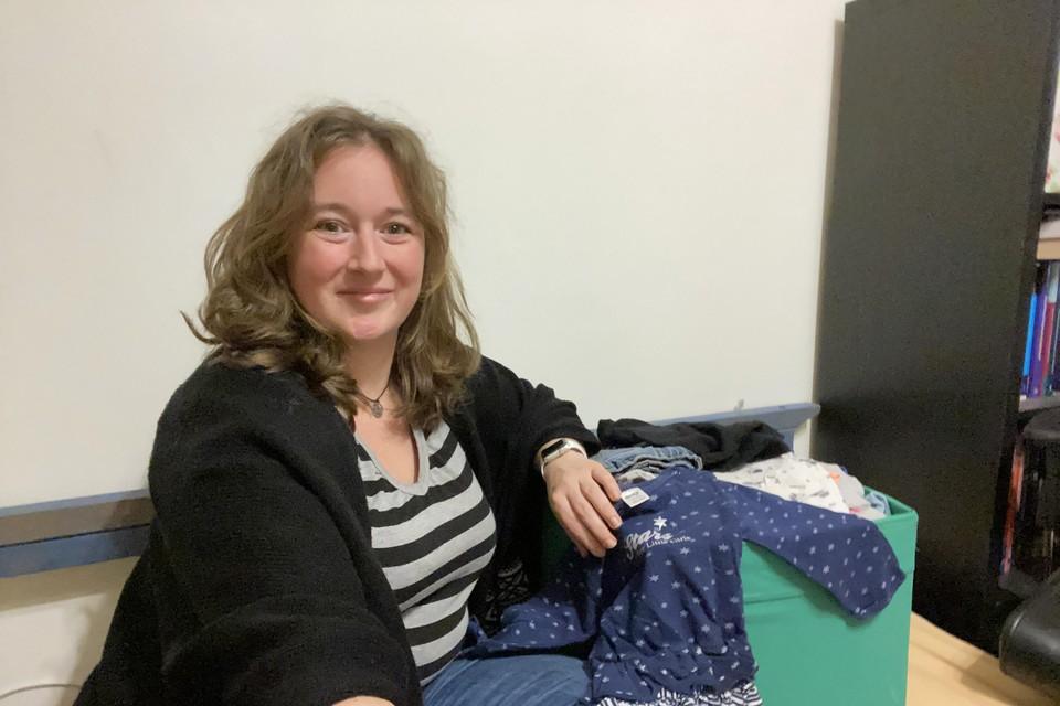 Sandra Bruel (36)is het gezicht van het Hilversumse uitgiftepunt voor KrijgdeKleertjes.