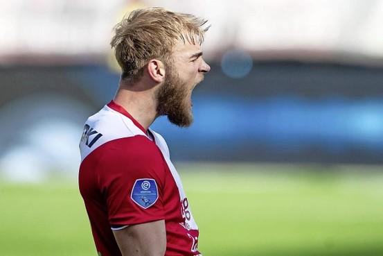 Timo Letschert, 'rebelse' verdediger van HSV, leeft op in Hamburg: 'Het zal me worst zijn wat mensen vinden'