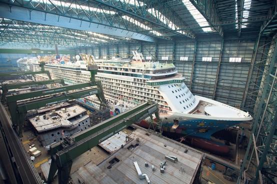 Cruiseschip in Duitsland als Lego in elkaar gezet