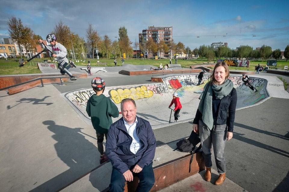 Peter van Diejen en Anna Molenaar bij de skatebaan in Floriande, zeer populair bij jongeren uit de hele regio.